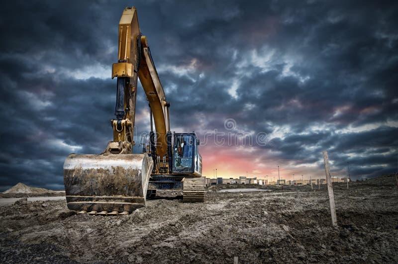 在建造场所的挖掘机机械 库存图片