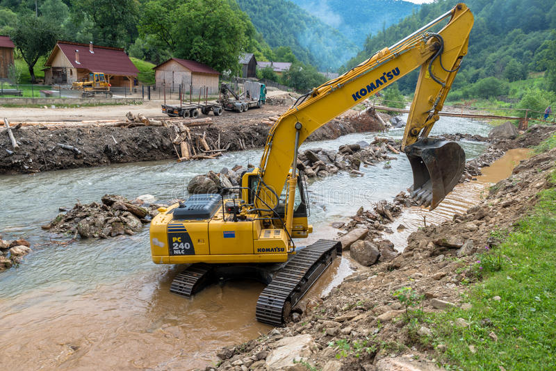 在建造场所的挖掘机 免版税库存图片