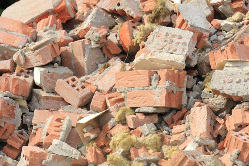在建造场所的残破的砖 库存图片