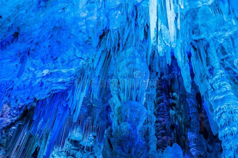 在洞里面的钟乳石在直布罗陀 库存图片