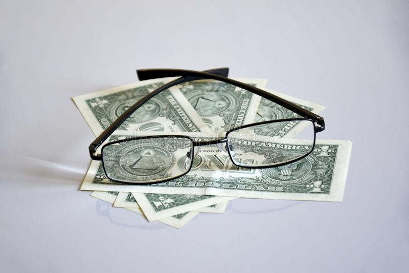 在$ 1金字塔的看法通过玻璃 库存图片