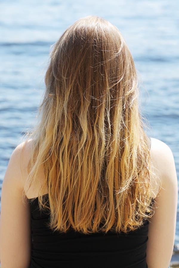 在水附近的一个女孩 库存照片