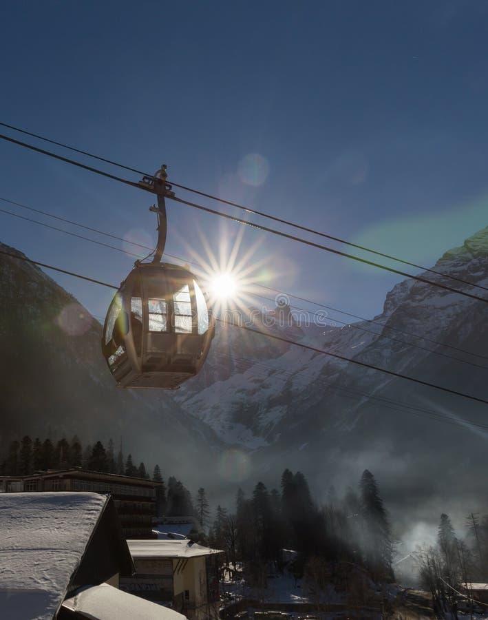 在滑雪胜地的缆车 库存照片