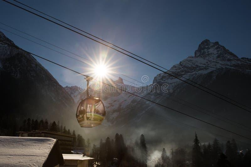 在滑雪胜地的缆车 免版税库存照片