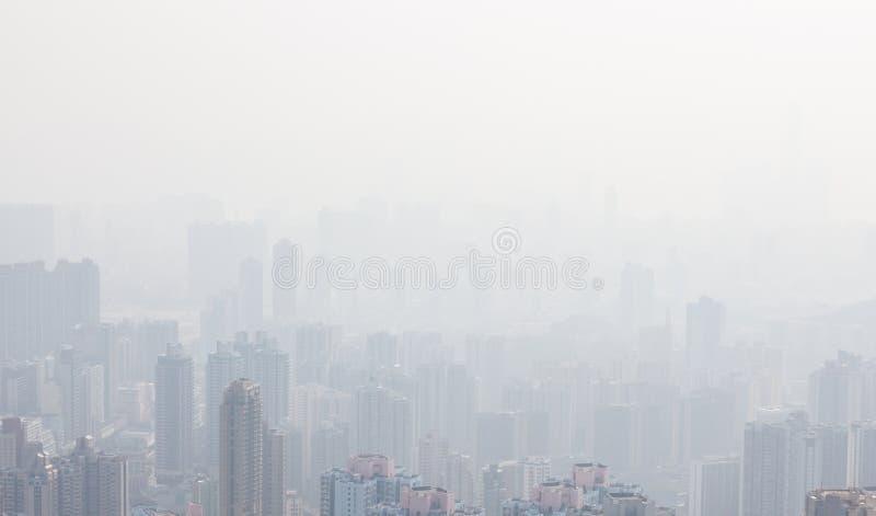在阴霾的香港高楼 免版税库存照片
