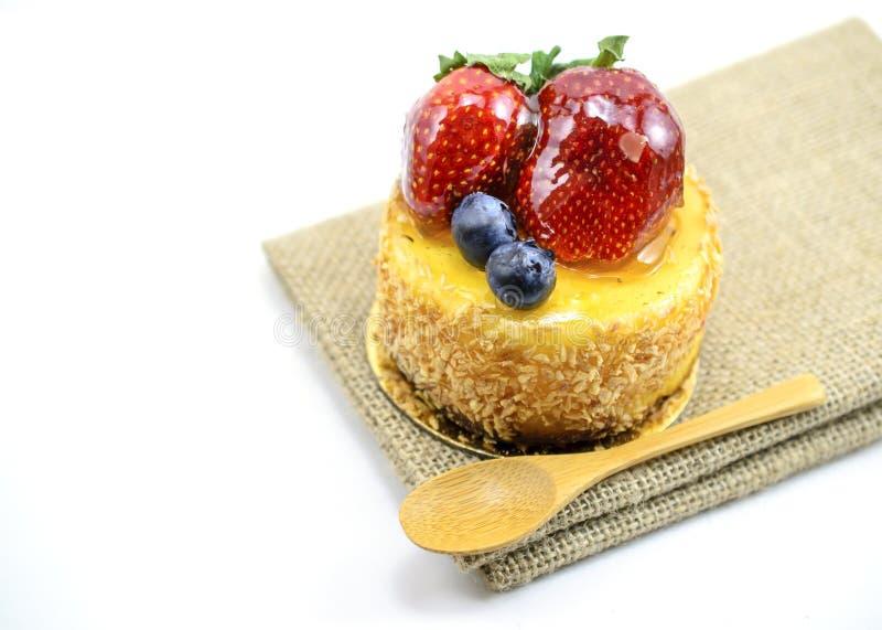 Download 在黄麻,在ju的莓果甜点心的被隔绝的莓果乳酪蛋糕 库存图片. 图片 包括有 有选择性, 红色, 查出, 视图 - 62525907