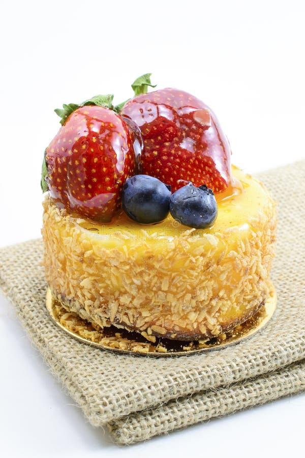 Download 在黄麻,在ju的莓果甜点心的被隔绝的莓果乳酪蛋糕 库存照片. 图片 包括有 蛋糕, 椰子, 有选择性, 黄麻 - 62525920