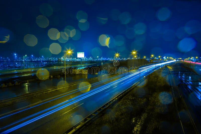在A4高速公路的多雨晚上 免版税库存照片