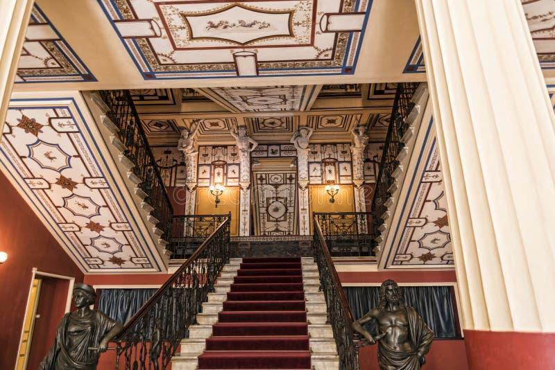 在Achilleion宫殿的豪华楼梯在奥地利Sissi的女皇修造的科孚岛希腊海岛上伊丽莎白 免版税图库摄影