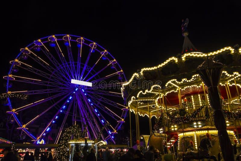 在achristmas市场,马斯特里赫特, Nethe上的转动的弗累斯大转轮 免版税库存照片
