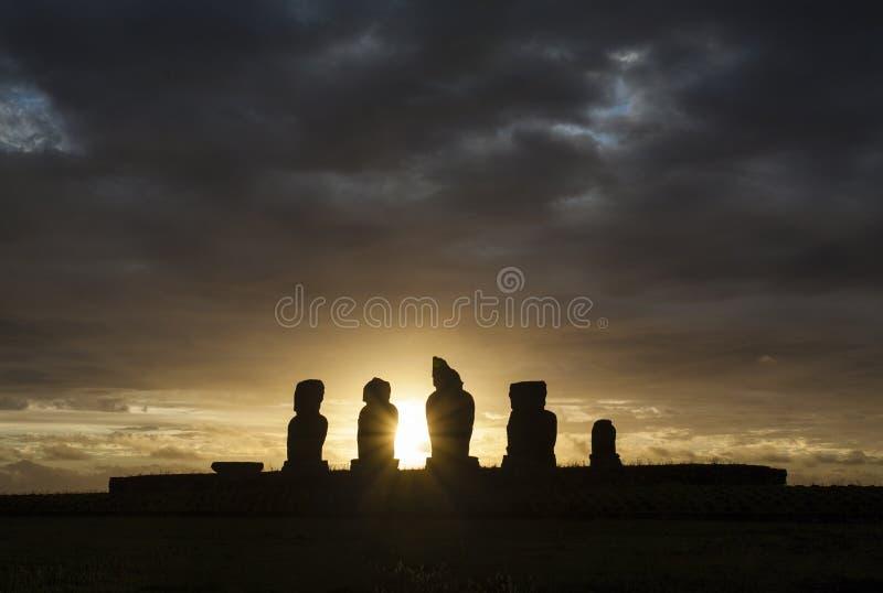 在Ahu Tahai雕象的日落在复活节岛Rapa Nui/Isla de Pascua的 图库摄影