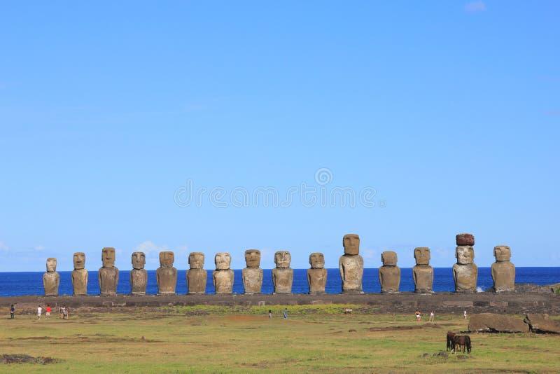 在Ahu Tongariki,复活节岛的著名十五moai 免版税库存照片
