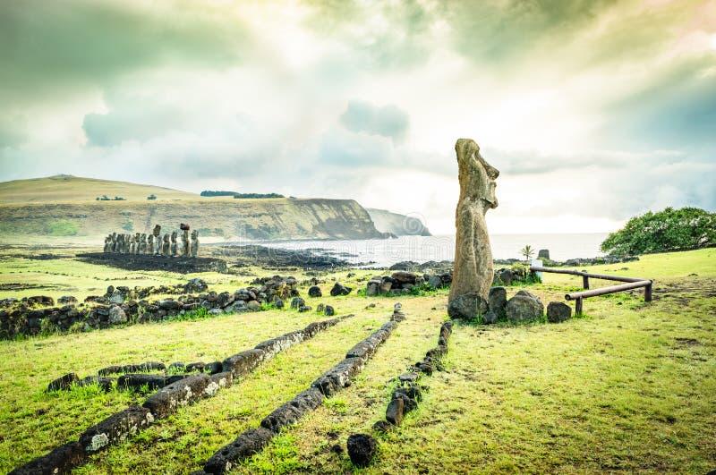 在Ahu Tongariki -复活节岛Rapa Nui智利的Moai雕象 图库摄影