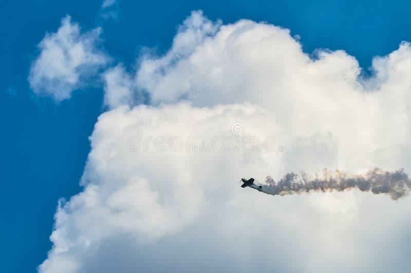 在Airshow的军事葡萄酒航空器飞行 免版税图库摄影