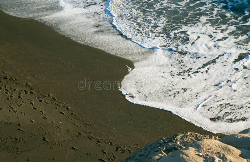 在Ajuy海滩,费埃特文图拉岛的黑海滩 免版税图库摄影
