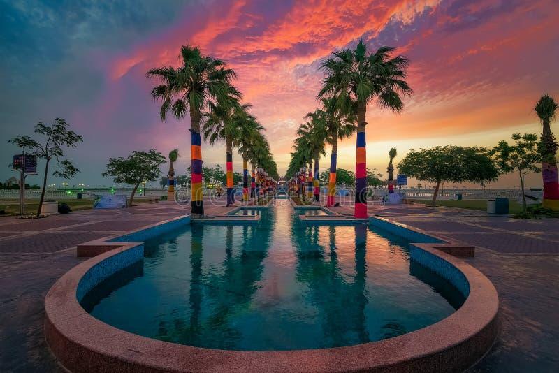 在Al胡拜尔公园剧烈的天空背景沙特阿拉伯半岛的美妙的早晨视图 库存图片