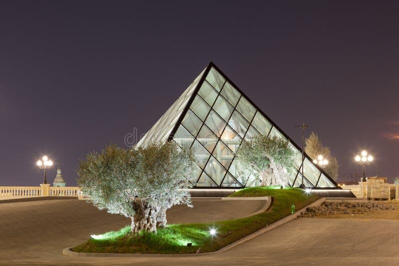在Al Hazm购物中心的金字塔在多哈,卡塔尔 免版税图库摄影