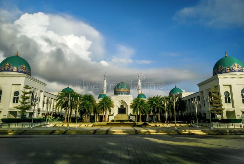 在AlBukhary清真寺的喜怒无常的云彩 免版税库存照片