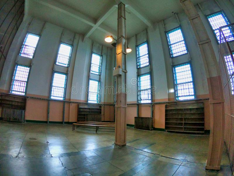 在alcatraz博物馆里面的空的空间 库存照片