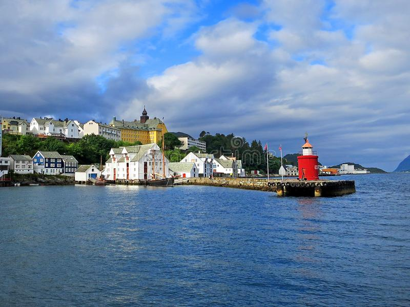 在Alesund海海湾的灯塔  库存图片