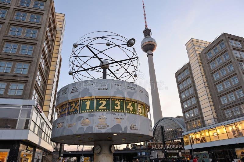 在Alexanderplatz的世界时钟在柏林,德国 库存照片