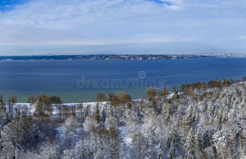 在Ambach,巴伐利亚,德国附近的冬天风景 免版税库存图片