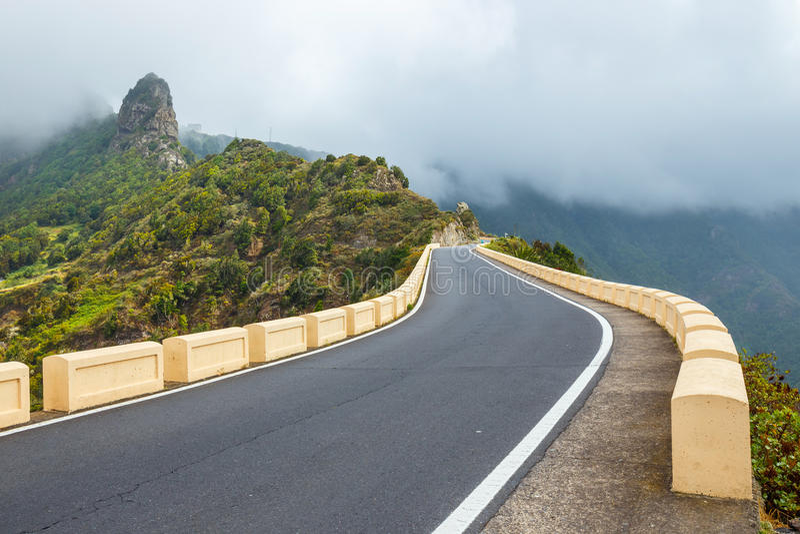在Anaga山的路,特内里费岛,西班牙,欧洲 库存图片