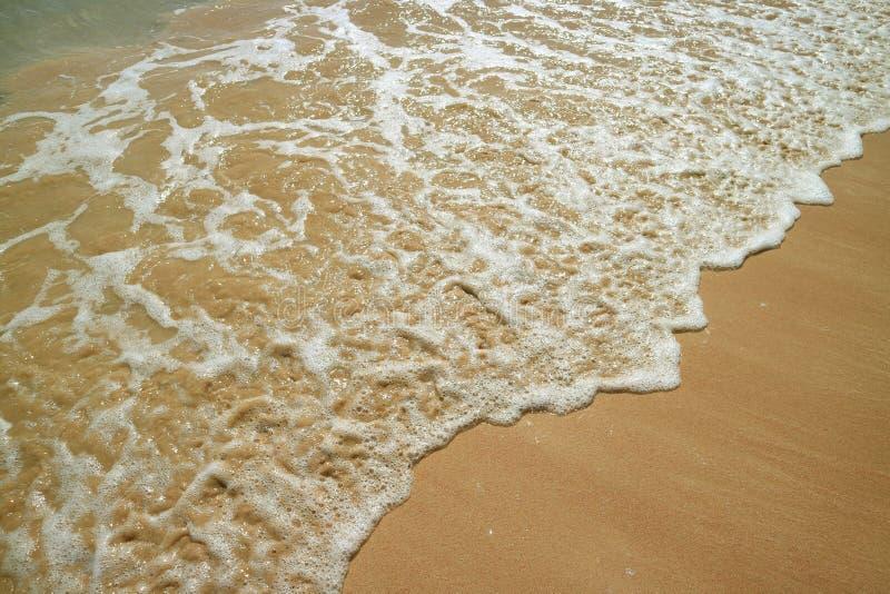 在Anakena海滩的回流和海水泡沫在复活节岛,智利,南美 图库摄影