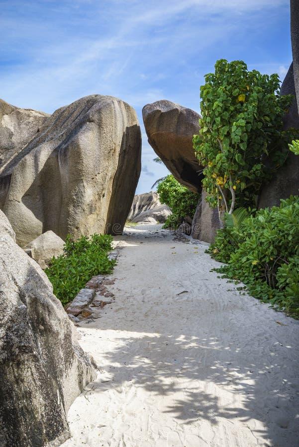 在anse银来源d的`, la digue,塞舌尔群岛的花岗岩曲拱 库存照片