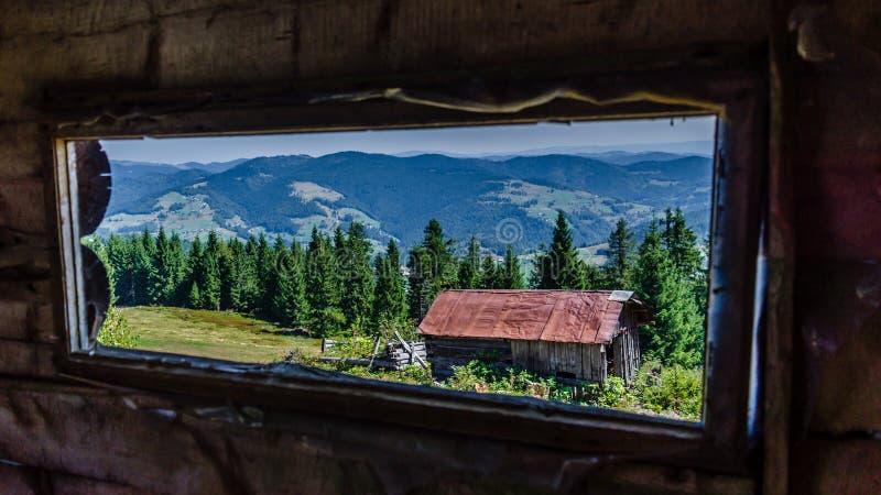 在Apuseni山的Windowed风景 免版税图库摄影