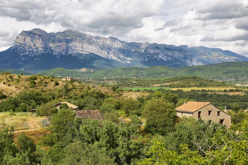 在Aragonese比利牛斯,西班牙的Penya Montanyesa 图库摄影