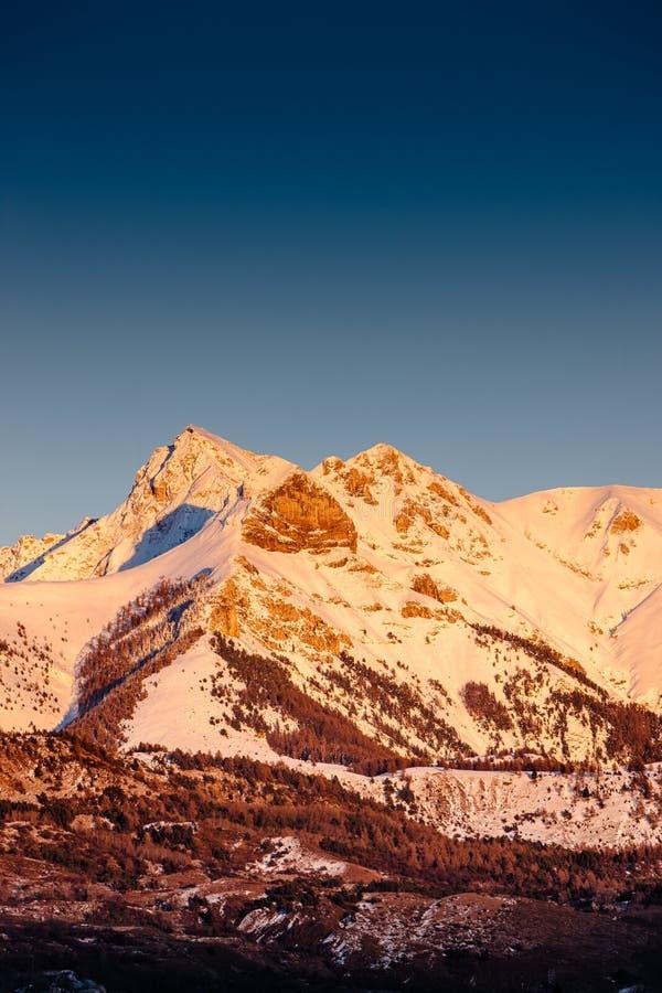 在Arche峰顶的冬天日落在Ecrins国家公园& x28; Hautes Alpes& x29; 法国 图库摄影