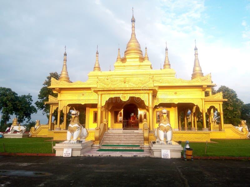 在arunachal的金黄寺庙 免版税库存图片