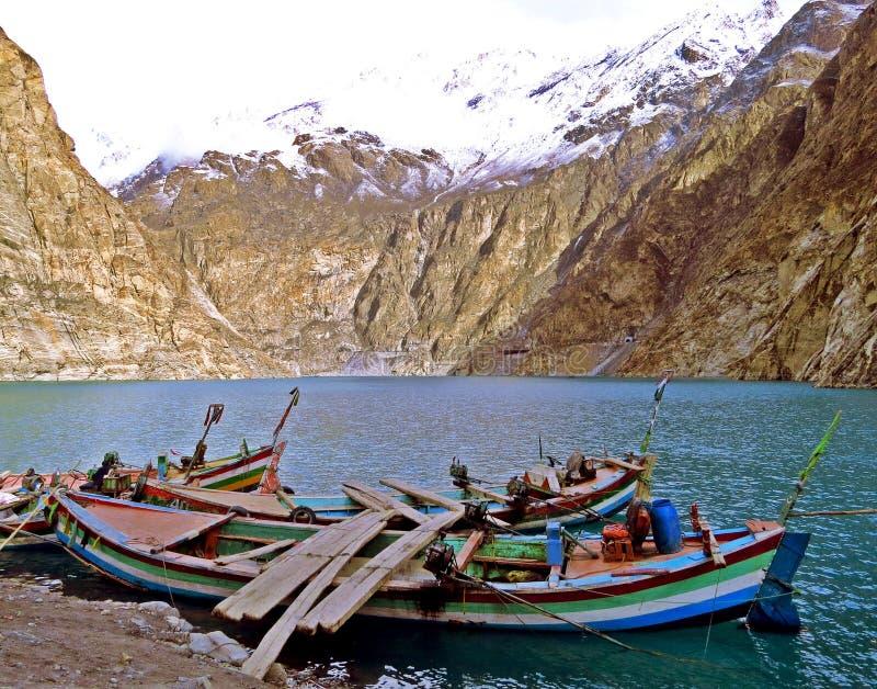在Attabad湖,喀喇昆仑的长的小船高速公路,北巴基斯坦 免版税库存照片