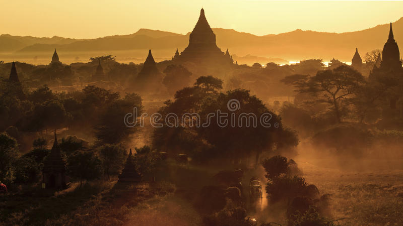 在Bagan的日落 免版税库存图片