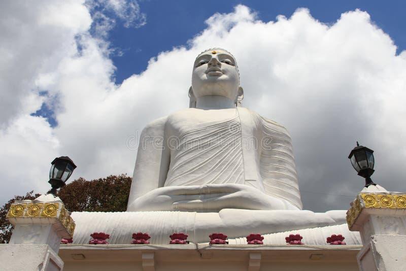 在Bahirawakanda寺庙的白色菩萨雕象在康提斯里兰卡 免版税库存图片