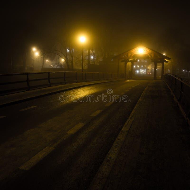 在Bakklandet地区附近的老桥梁由布吕叫Gamle 特隆赫姆在挪威 库存照片