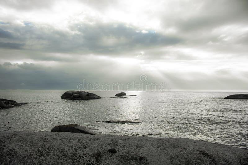 在Bakoven海滩,开普敦的日落 库存图片