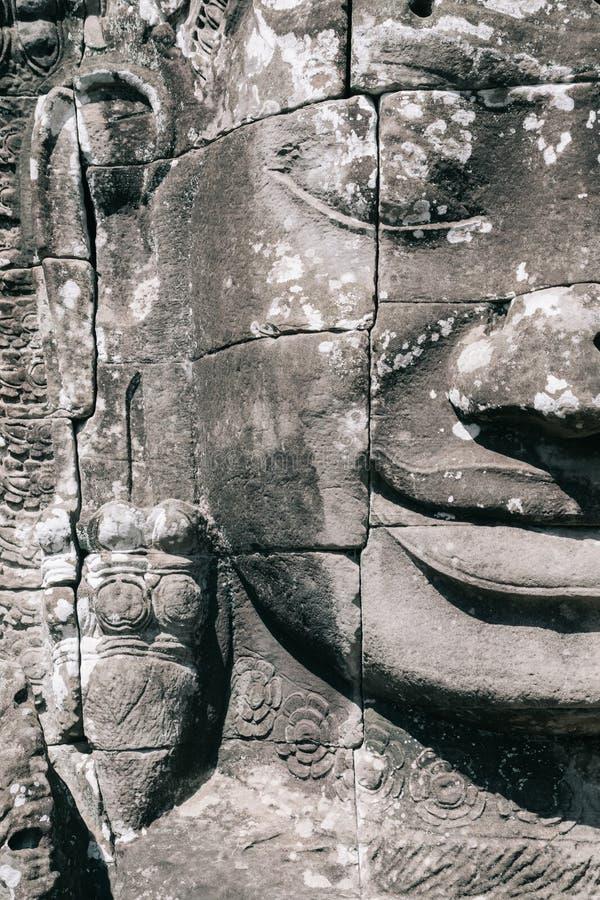 在Bayon寺庙的微笑的菩萨` s面孔在吴哥城复合体,暹粒,柬埔寨 免版税库存图片