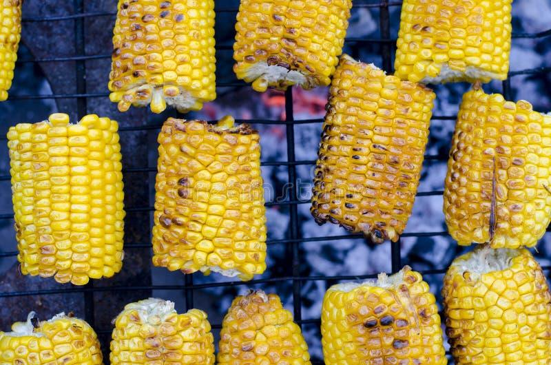 在bbq格栅的烤甜玉米 库存图片
