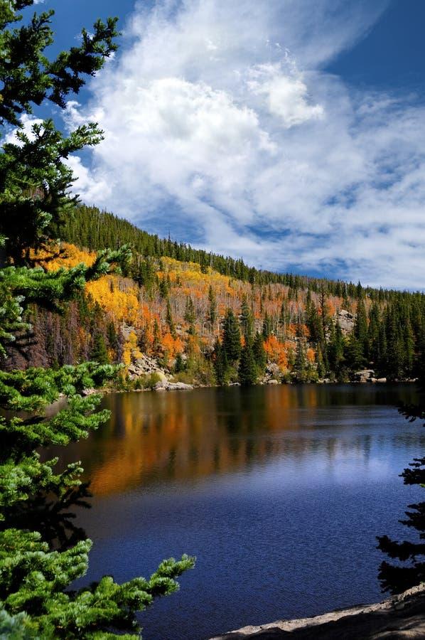 在Bear湖的秋天 免版税库存照片