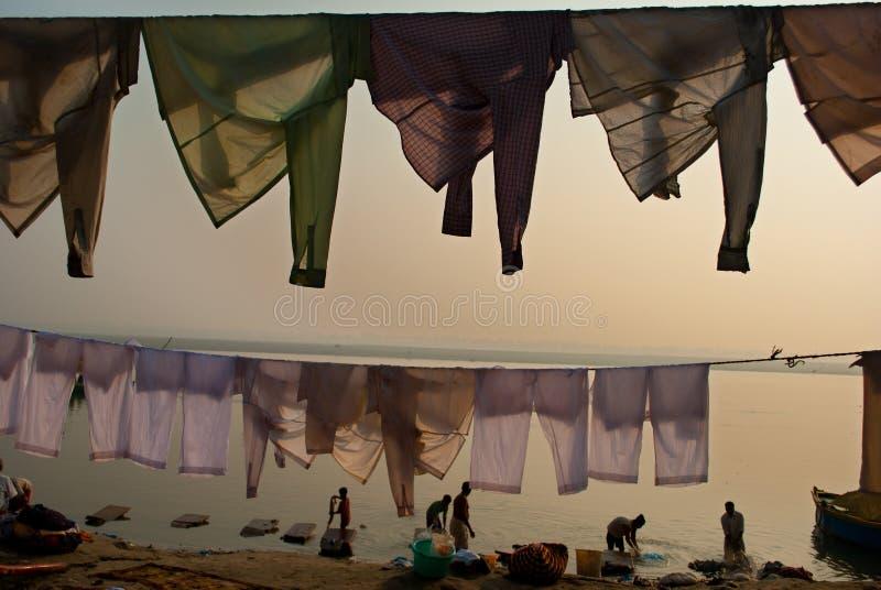 在BENARAS GHAT的布料 免版税图库摄影