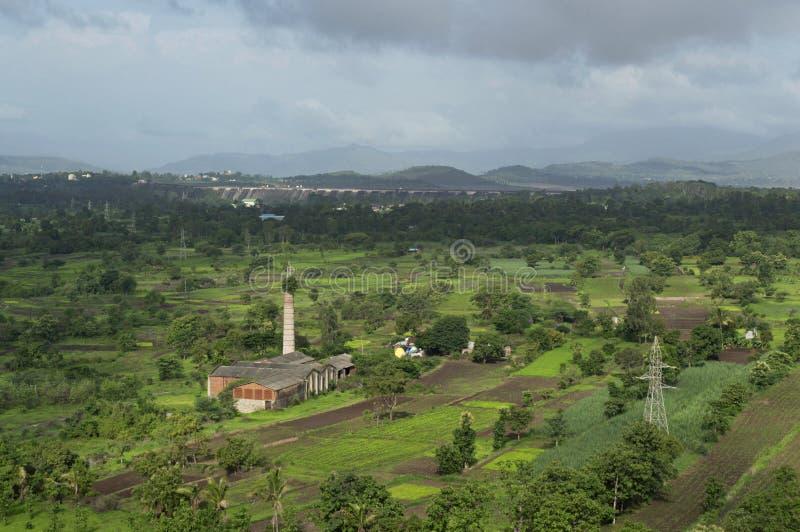 在Bhatghar水坝浦那附近的风景视图 免版税库存照片