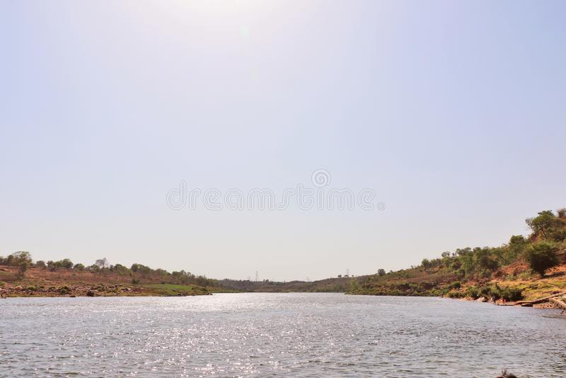 在Bheraghat附近的讷尔默达河在贾巴尔普尔 免版税库存图片