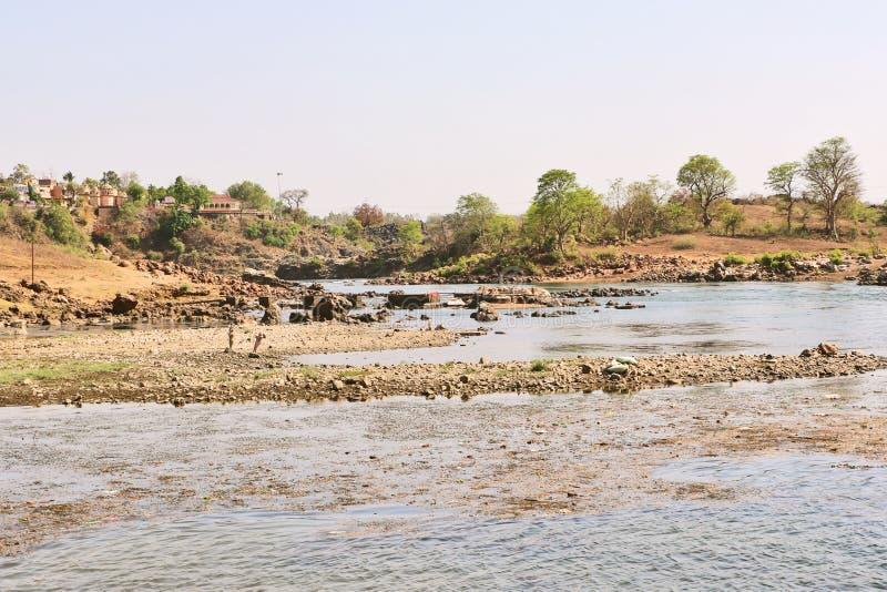 在Bheraghat附近的讷尔默达河在贾巴尔普尔 免版税库存照片