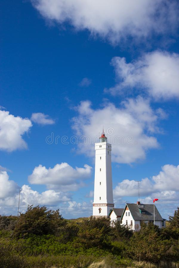 在Blaavand海滩,南丹麦的灯塔 免版税库存图片