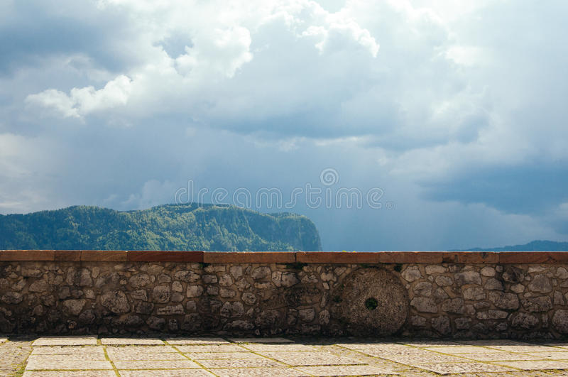 在Bled城堡的墙壁 库存图片