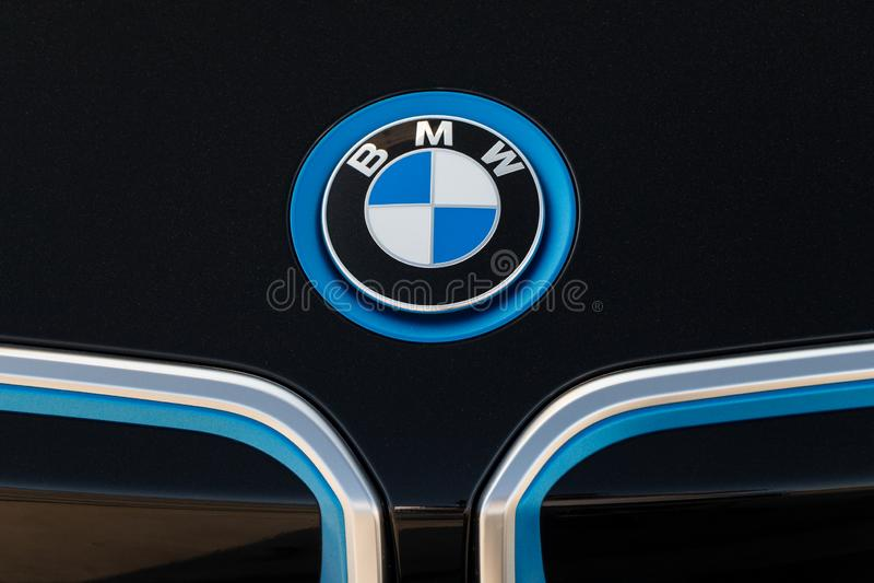 在BMW ` s汽车的BMW商标 免版税库存图片