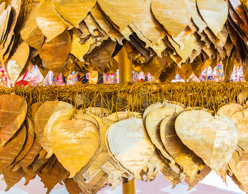 Download 在bo叶子形状装饰的金黄金属板 编辑类图片. 图片 包括有 幸福, 装饰品, 布琼布拉, 艺术, 东部, 东方 - 59104045