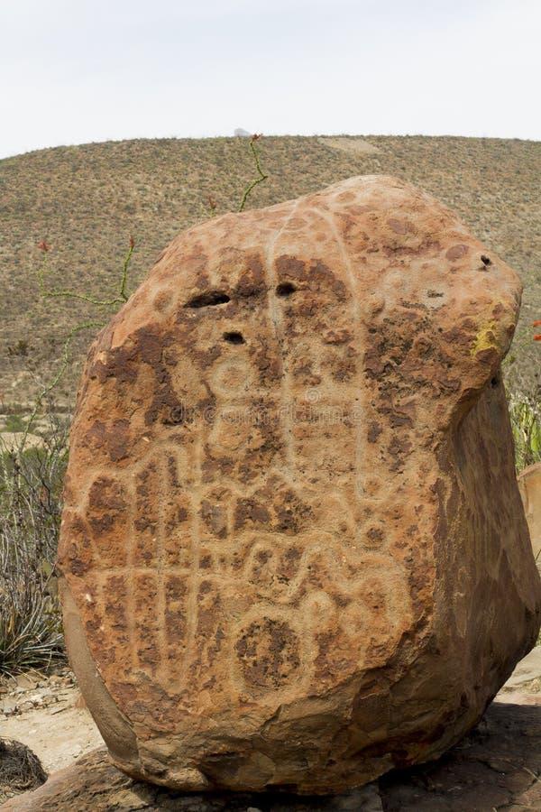 在Boca de Potrerillos, Nuevo Leà ³ n, México的刻在岩石上的文字 免版税库存图片